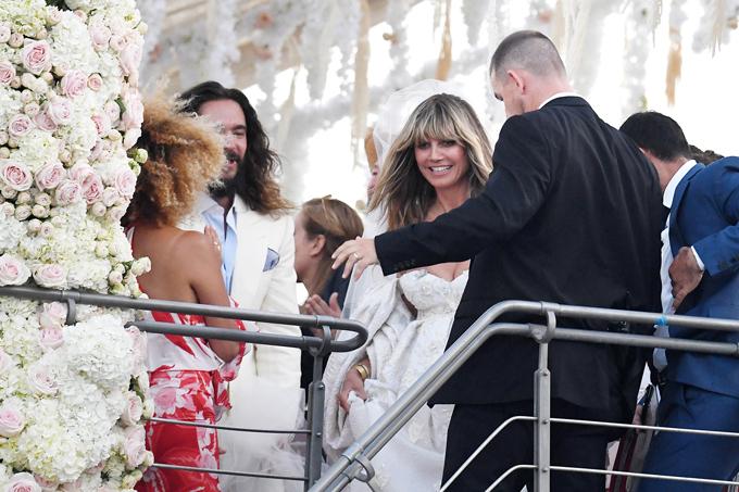 Lễ cưới của cặp sao diễn ra trên du thuyền gần đảo Capri của Italy.
