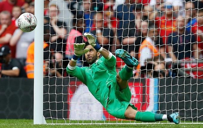Thủ môn Claudi Bravo là người hùng của Man City khi cản quả sút 11m của Wijnaldum. Trong 90 phút chính thức, anh cũng liên tục làm nản lòng các chân sút Liverpool.
