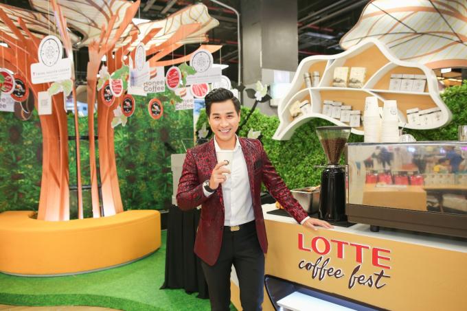 MC Nguyên Khang trải nghiệm thế giới cà phê hoành tráng tại Lotte Coffee Fest 2019.