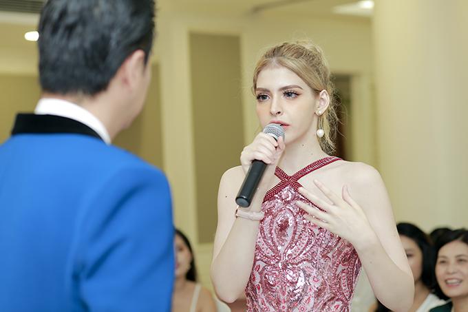 Andrea tại sự kiện sáng ngày 3/8 ở Hà Nội.