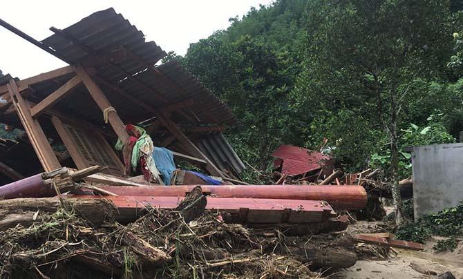 Hơn 30 căn nhà ở bản Sa Ná bị san phẳng sau cơn lũ dữ.