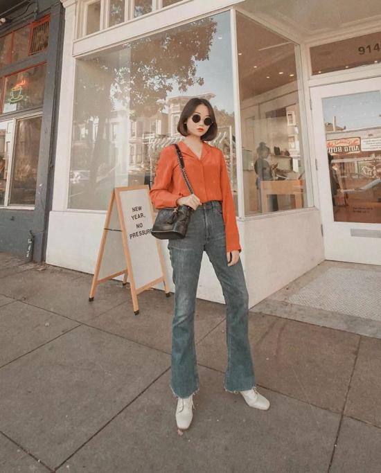 Nổi bật trong xu hướng đầu thu 2019 là trang phục màu cam đất tạo cảm giác thanh lịch.