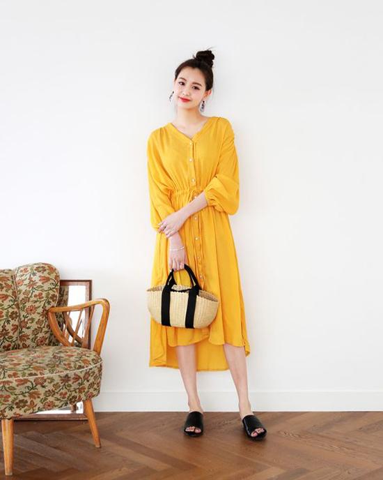 Váy vàng tươi với nhiều kiểu dáng từ phom suông dễ mặc đến các mẫu đầm baby doll tôn nét trẻ trung và đáng yêu cho người mặc.