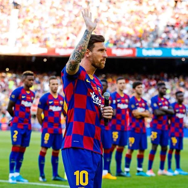 Trong khi đó, Messi cũng chia sẻ ảnh bản thân đang phát biểu đánh dấu sự trở lại sau những ngày hè rực rỡ cùng gia đình.