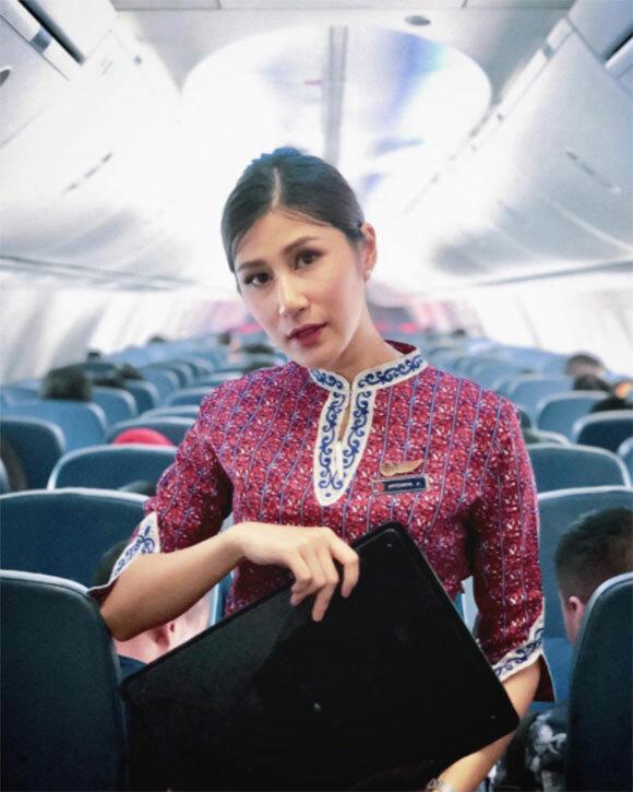 Apitchaya là tiếp viên hàng không của hãng Thai Lion