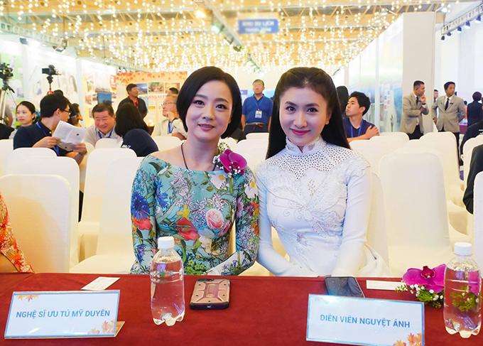 Diễn viên Nguyệt Ánh hội ngộ cùng nghệ sĩ Mỹ Duyên khi tham dự sự kiện.
