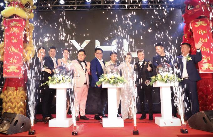 Ca sĩ Quang Lê dự sự kiện khai trương showroom YHL tại Hà Nội