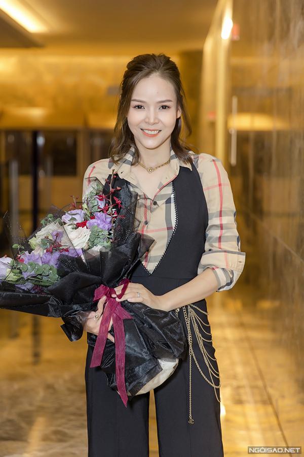 Những nhân viên gương mẫu đánh dấu sự trở lại của Diễm Hương sau nhiều năm rời xa thể loại phim truyền hình kể từ vai người thứ batrong phim truyền hình từng gây sốt Hôn nhân trong ngõ hẹp.