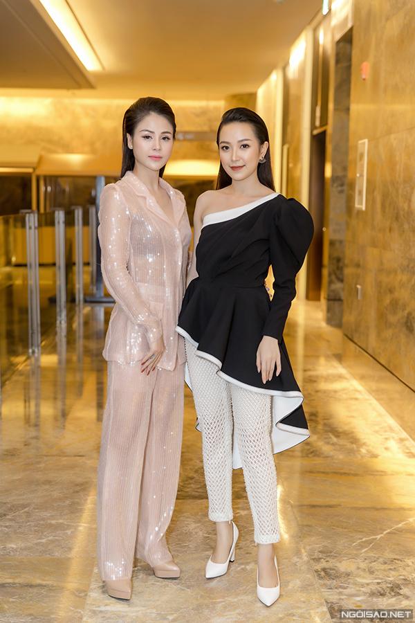 Thu Trang và Kim Oanh của phim Những cô gái trong thành phố cũng xuất hiện tại họp báo.