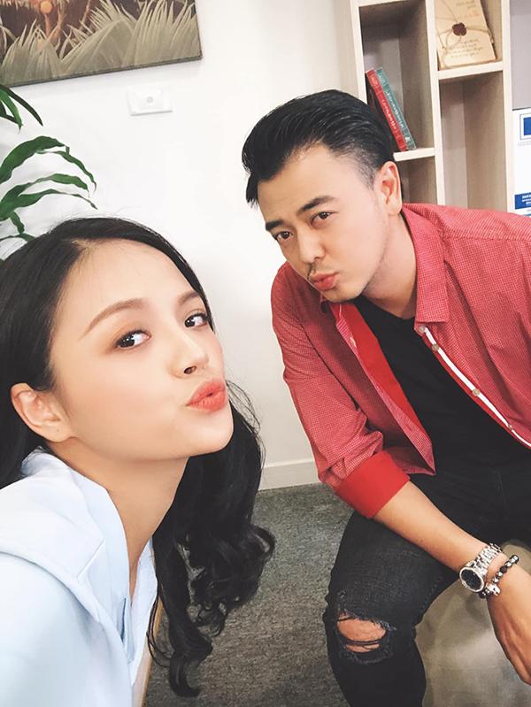 Tuấn Tú và Thu Quỳnh ở trường quay Về nhà đi con.