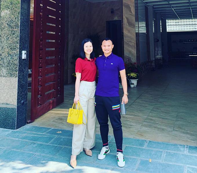 Trọng Hoàng và vợ. Ảnh: FBNV.