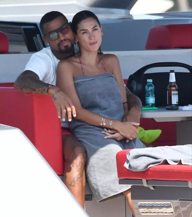Hậu vệ sinh ra ở Đức đã có vợ và một cậu con trai trước khi hẹn hò Melissa Satta.