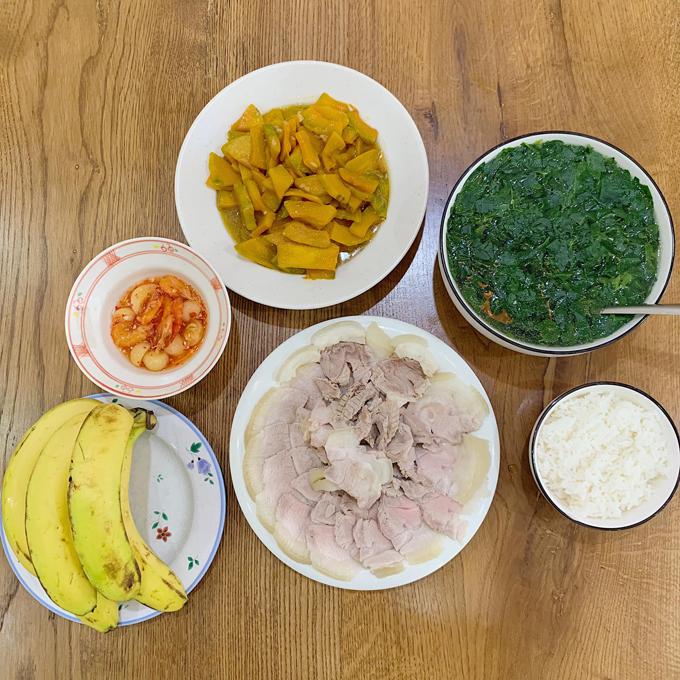 Kiên Hoàng và Heo Mi Nhon thống nhất khi ăn chỉ được tập trung ăn, không làm việc khác.