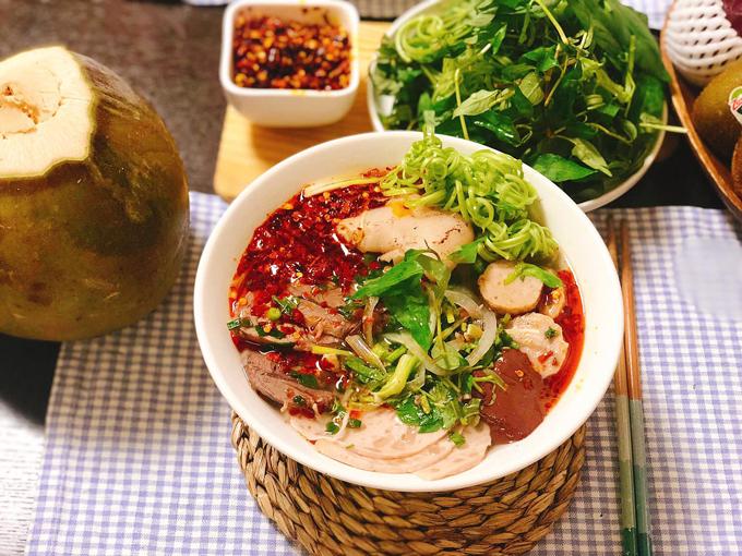 Mỗi bữa sáng của mẹ Việt thường dành cho 3 người ăn, đôi khi có thêm bạn bè, đồng nghiệp của chồng tới chơi, ăn tối và ăn sáng cuối tuần.