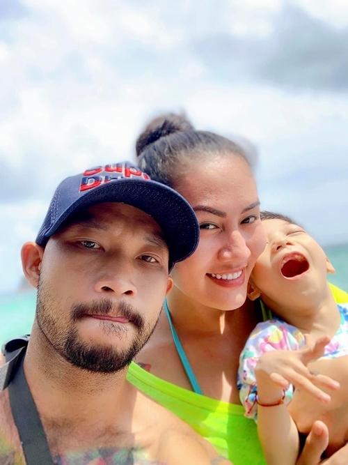 Minh Tú cùng bạn trai đưa con gái đi du lịch Phú Quốc đầu tháng 8/2019.