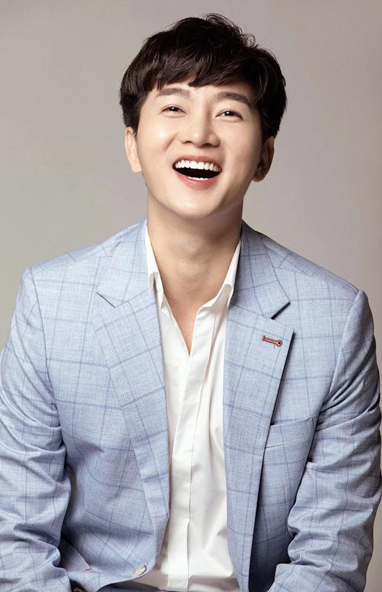 Gây ấn tượng bởi vẻ ngoài điển trai giống các ngôi sao Hàn Quốc, chính vì thế Nam Hee luôn tận dụng lợi thế của mình để tạo nên sức hút mỗi khi xuất hiện trong cách chương trình truyền hình, thảm đỏ sự kiện.