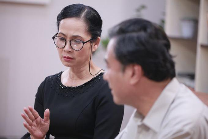 Tạo hình của NSND Lan Hương trong phim Những nhân viên gương mẫu.