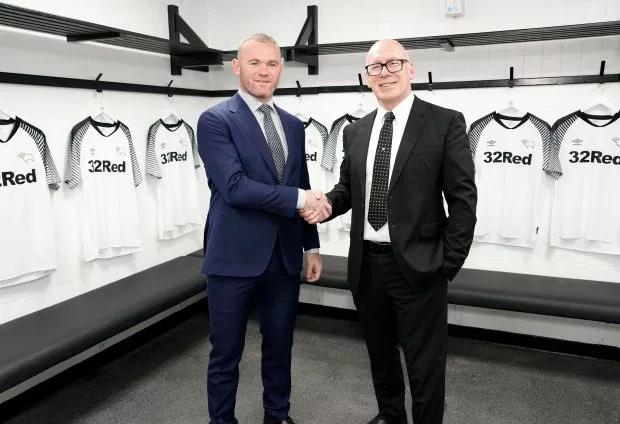 Rooney trong buổi công bố tin trở về Anh thi đấu và làm HLV của Derby County từ đầu năm sau