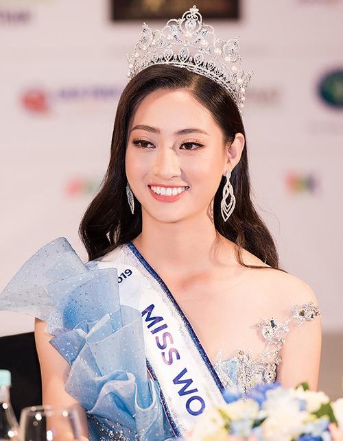 Nhan sắc và trình độ của Hoa hậu Lương Thùy Linh gây ấn tượng mạnh với MC Nguyên Khang.