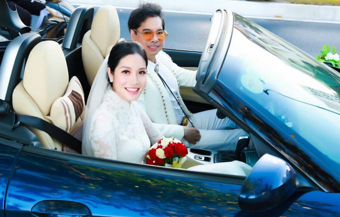 Ngọc Sơn gây bất ngờ khi sắm vai chú rể, tự lái xe sang chở cô dâu Trương Lynh trên đường phố Nha Trang. Giọng ca trẻ là học trò của anh tại chương trình Thần tượng Bolero.