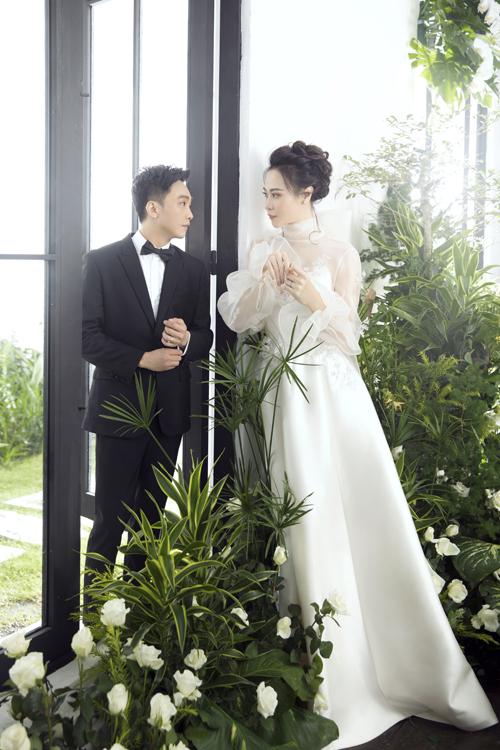 Mẫu soiree được Trần Hùng thiết kế để khắc họa vẻ đẹp tinh khôi, hướng tới sự đơn giản.