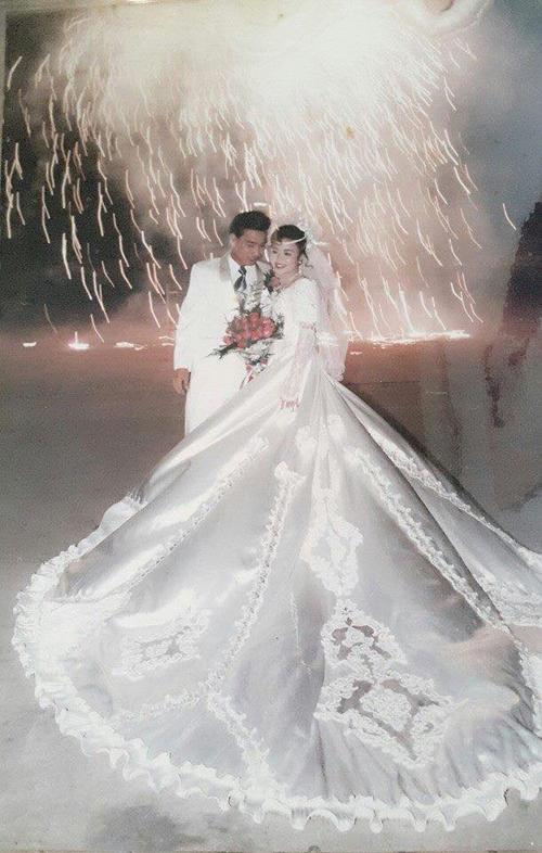 Đám cưới xa hoa ở Hải Phòng năm 1994, cô dâu thay 4 bộ váy - 1