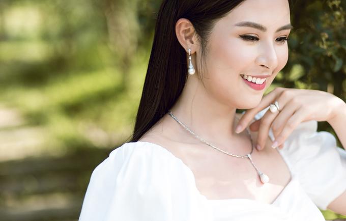 LuxJy Jewelry là thương hiệu trang sức được Ngọc Hân ưa chuộng nhờ những thiết kế rất đặc trưng.