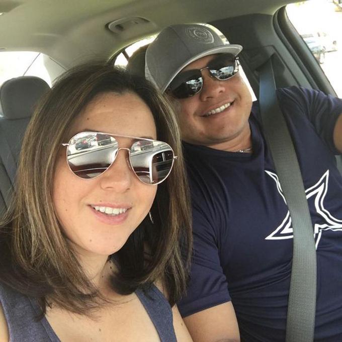 Cặp vợ chồng đều làm trong ngành y tế ở thành phố Houston, bang Texas. Ảnh: Facebook.