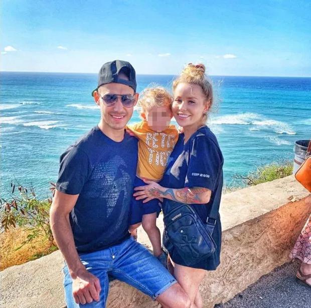 Võ sĩ xấu số Maxim Dadashev bên vợ và con trai