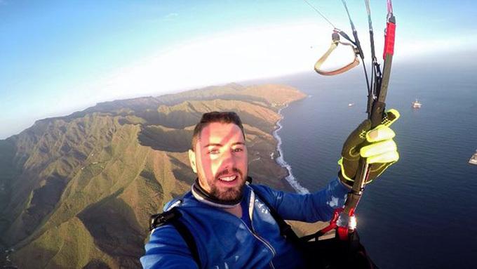 Ruben Carbonell trong một lần nhảy dù trước khi bị tai nạn thiệt mạng. Ảnh: