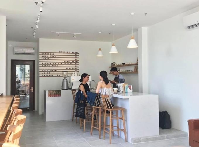 Địa chỉ cuối tuần: 4 quán cà phê phong cách đơn giản tại Sài Gòn - 2