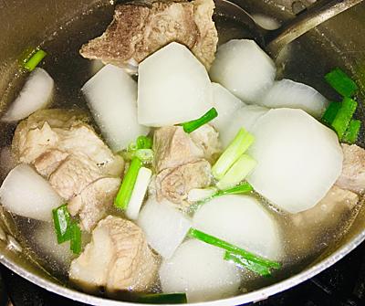Canh củ cải trắng hầm xương - 2