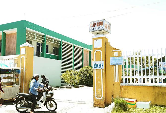 Hai nạn nhân đang cấp cứu tại bệnh viện đa khoa Quảng Nam. Ảnh: Sơn Thủy.