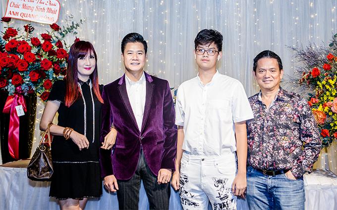 Diễn viên Hiền Mai đi cùng chồng và con trai.