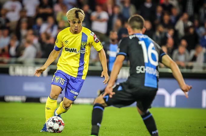 Công Phượng trong trận đấu với Club Brugge. Ảnh: STVV.