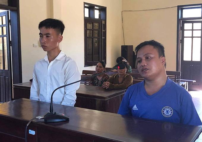 Bị cáo Lĩnh (trái) và Tuấn Anh tại tòa. Ảnh: Hùng Lê
