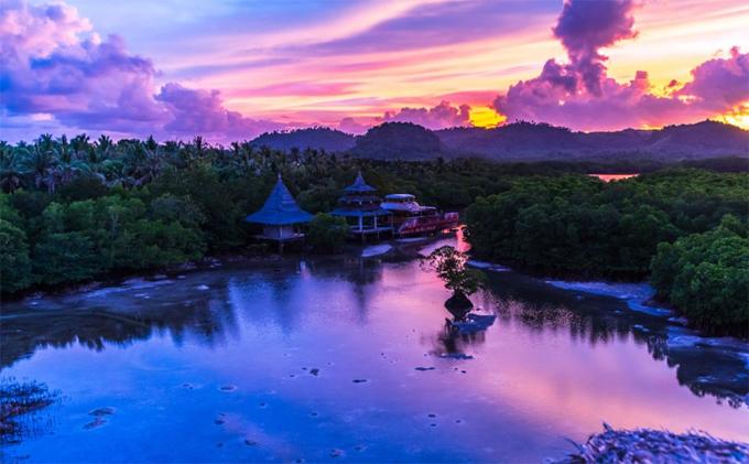 Có nhiều khu nghỉ dưỡng tuyệt vời ở Siargao cho du khách, bao gồm Kermit Siargao, Harana Surf School và Buddha's Surf Resort. Nếu đang tìm kiếm một địa điểm cho kỳ nghỉ thì Siargao sẽ là một lựa chọn hoàn hảo.