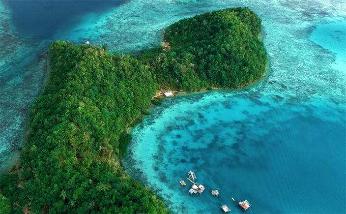 Khi nhắc tới những hòn đảo đẹp nhất thế giới, chúng ta sẽ nghĩ ngay đến những Tahiti, Hawaii, Bora Bora, Bali... nhưng năm nay, Siargao tại Phillippines đã được bình chọn là hòn đảo đẹp nhất thế giới trong một cuộc thăm dò ý kiến của độc giả tạp chí Conde Nast Traveler.