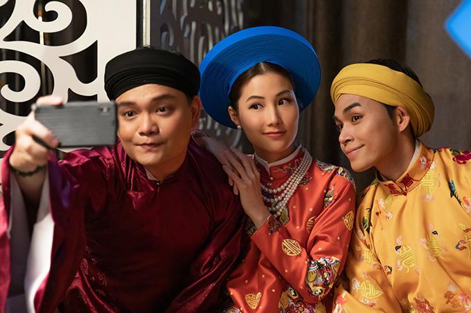 Từ phải qua: Jun Phạm, Diễm My và Trịnh Tú Trung ở hậu trường phim Phượng khấu.