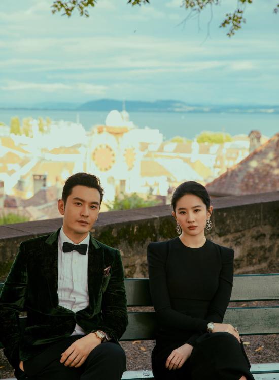 Huỳnh Hiểu Minh và Lưu Diệc Phi được một tạp chí mời sang Thụy Sĩ chụp hình. Đây là cơ hội để hai ngôi sao màn ảnh Hoa ngữ hội ngộ, sau 13 năm đóng Thần điêu đại hiệp. Hiểu Minh tiết lộ với báo chí, mỗi khi gặp lại Lưu Diệc Phi, anh đều thấy cô đẹp hơn.