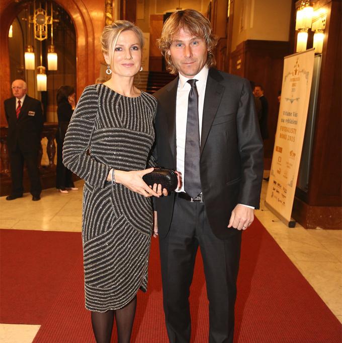 Cựu danh thủ Juventus vừa kỷ niệm 25 năm ngày cưới bà xã Ivana