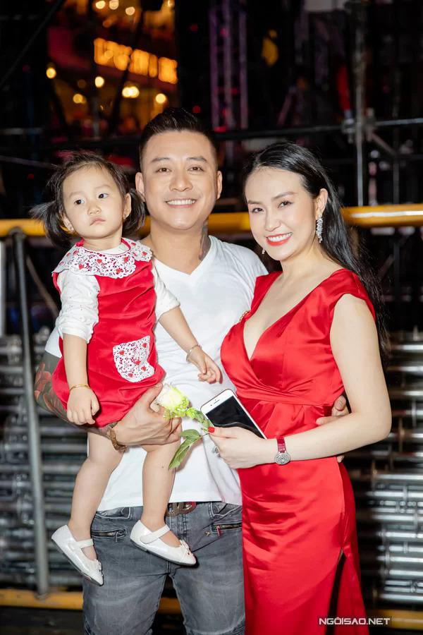Hai tháng sau đó, nhờ sự động viên của vợ con, bố mẹ cùng bố mẹ, Tuấn Hưng tổ chức thành công liveshow Cảm ơn.