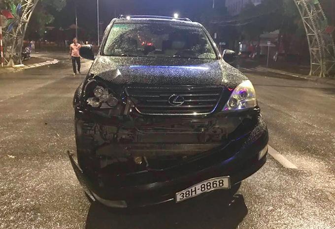 Ôtô Lexus hư hỏng nặng sau tai nạn. Ảnh: Hùng Lê
