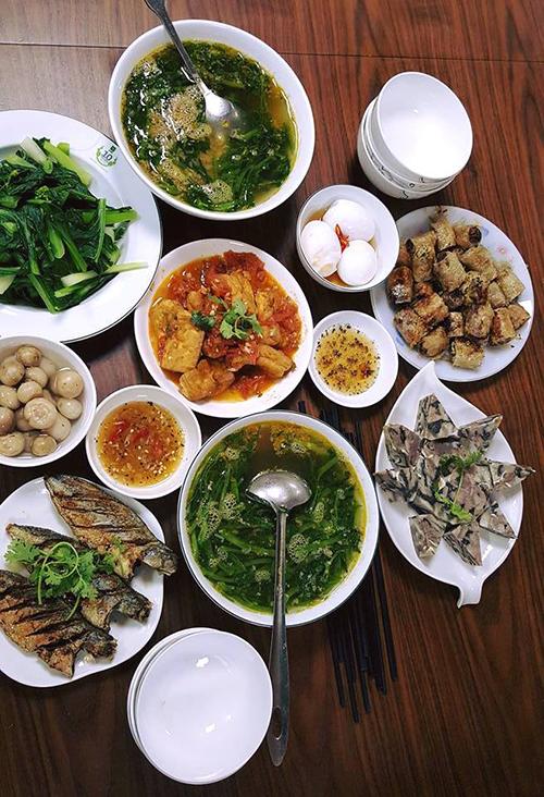 Nguyên tắc mà gia đình nữ ca sĩ áp dụng khi ăn là luôn thưởng thức bữa cơm cùng nhau, không có tình trạng người ăn trước, người ăn sau.