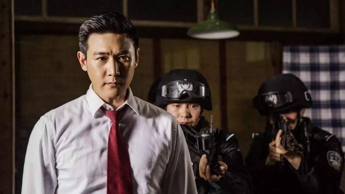 Danh nghĩ của nhân dân đứng thứ 3 trong top rating với 34,11 tỷ người xem. Bộ phim khai thác một các gai góc vấn đề tham ô trong bộ máy chính trị Trung Quốc, do Lục Nghị (trái) đóng chính.