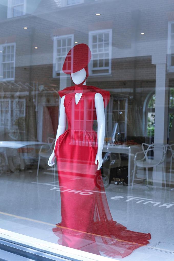 Image result for Ngay sau New York, váy cưới của PHUONG MY xuất hiện tại London