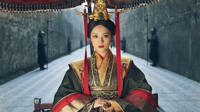 Sau Chân hoàn truyện, Tôn Lệ tiếp tục làm xiêu lòng khán giả với hình tượng nữ vương tài giỏi, tham vọng và nhẫn tâm trong Mị Nguyệt truyện. Bộ phim xuất sắc thu về 28,72 tỷ người xem, đứng thứ 5 trong bảng xếp hạng rating phim chiếu mạng. Ngoài ra, phim còn dẫn đầu rating trong loạt phim trình chiếu đồng thời trên hai đài truyền hình.