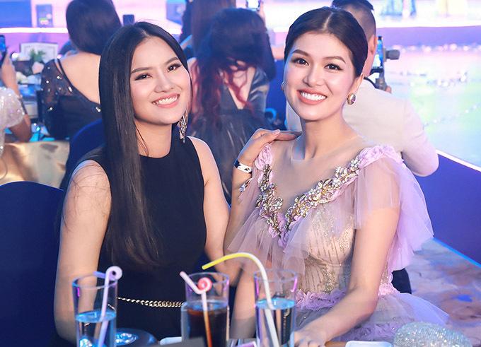 Oanh Yến và Lê Thị Phươnglà những gương mặt quen thuộc của showbiz Việt gần 10 năm trước. Sau khi kết hôn và làm mẹ, hai người đẹp đều chọn lui về chăm sóc cho tổ ấm riêng.