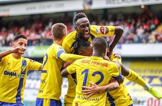 Niềm vui khi ghi bàn trên sân nhà của các cầu thủ Sint-Truidense. Ảnh: STVV.