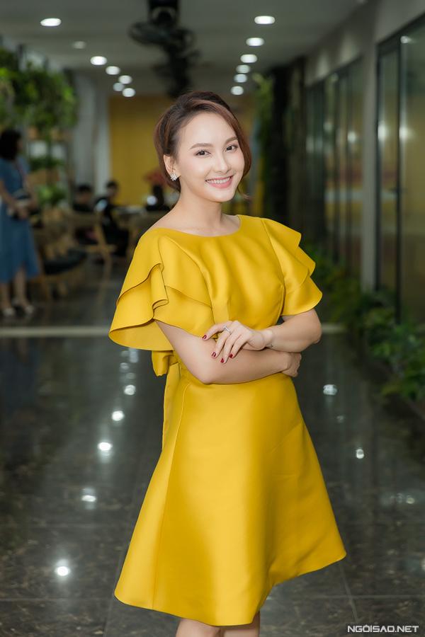 Chiều 10/8, Bảo Thanh là khách mời đặc biệt trong buổi họp fan của diễn viên Quốc Trường. Cô có mặt từ sớm để cùng anh giao lưu với người hâm mộ, ôn lại những kỷ niệm khi cùng nam diễn viên tham gia bộ phim truyền hình gây sốt Về nhà đi con.